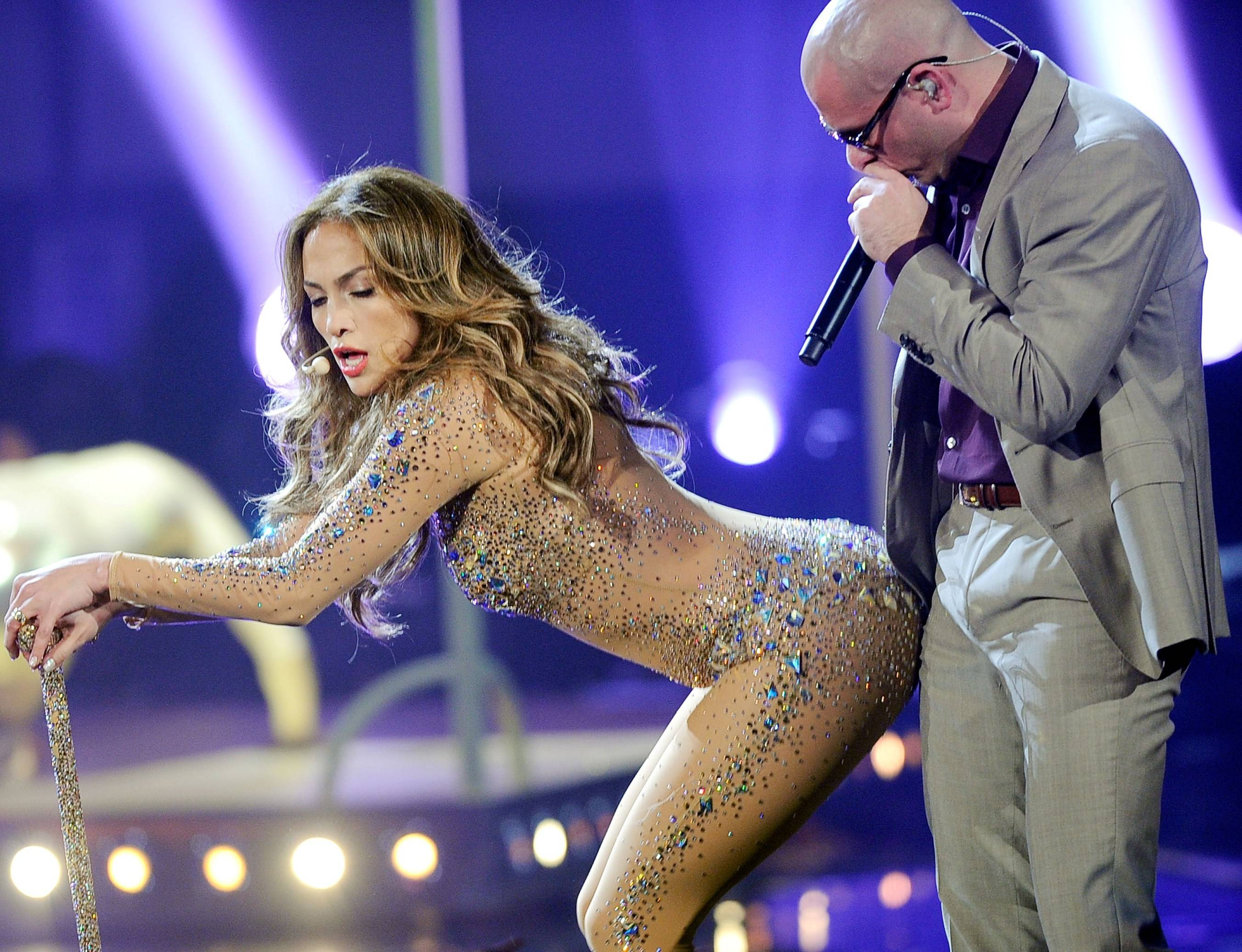 Pitbull dating jennifer lopez